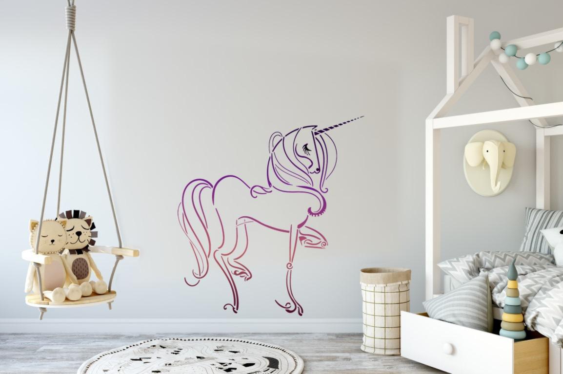 Mur chambre fille pochoir licorne peint