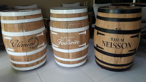 Photos pochoirs rhum sur barrils tonneaux bois copier